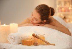 Меден релакс в център GreenHealth! 120-минутна терапия с меден масаж и Hot Stone на гръб, релфкесотерапия на ходила и йонна детоксикация - Снимка