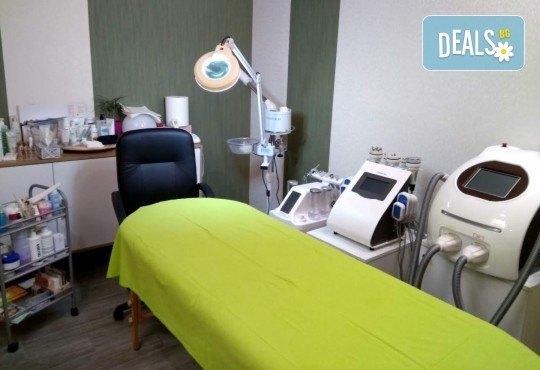 Отслабваща терапия за тяло с кофеинов пилинг, антицелулитен масаж, маска, кавитация и инфрачервена сауна в салон Thai Spa, Bulgaria mall - Снимка 7