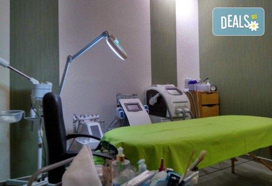 Отслабваща терапия за тяло с кофеинов пилинг, антицелулитен масаж, маска, кавитация и инфрачервена сауна в салон Thai Spa, Bulgaria mall - Снимка 9