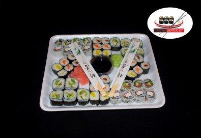 Вкусно предложение на супер цена! 50 суши хапки с пушена сьомга, филаделфия и херинга от Sushi Market - Снимка