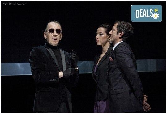 Премиера за сезона в Театър София! Гледайте На четири уши и Унижението от Питър Шафър и Майк Бартлет, на 20.03. от 19 ч., билет за един - Снимка 9