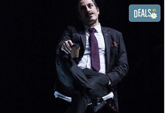 Премиера за сезона в Театър София! Гледайте На четири уши и Унижението от Питър Шафър и Майк Бартлет, на 20.03. от 19 ч., билет за един - Снимка 11