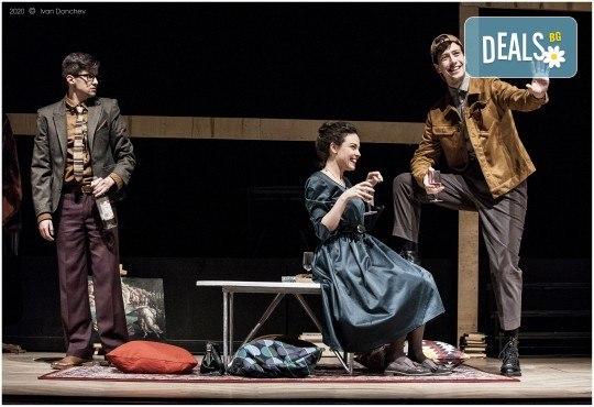 Премиера за сезона в Театър София! Гледайте На четири уши и Унижението от Питър Шафър и Майк Бартлет, на 20.03. от 19 ч., билет за един - Снимка 3