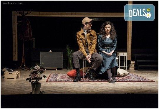 Премиера за сезона в Театър София! Гледайте На четири уши и Унижението от Питър Шафър и Майк Бартлет, на 20.03. от 19 ч., билет за един - Снимка 5