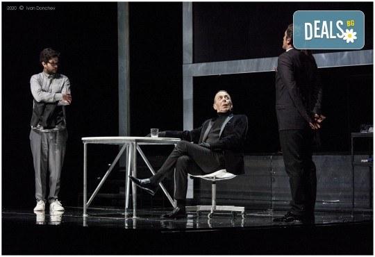 Премиера за сезона в Театър София! Гледайте На четири уши и Унижението от Питър Шафър и Майк Бартлет, на 20.03. от 19 ч., билет за един - Снимка 7