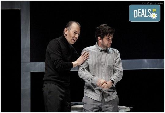 Премиера за сезона в Театър София! Гледайте На четири уши и Унижението от Питър Шафър и Майк Бартлет, на 20.03. от 19 ч., билет за един - Снимка 8