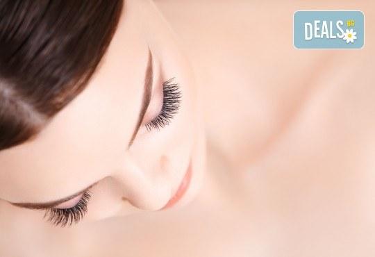 За покоряващ поглед! Поставяне на мигли по метода косъм по косъм в салон за красота Магнолия, кв. Лозенец - Снимка 2