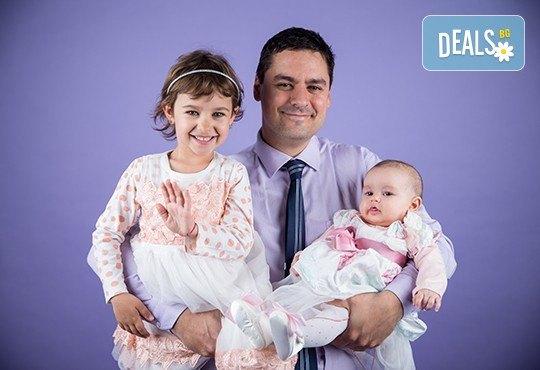Професионална детска или семейна фотосесия по избор, в студио или външна и обработка на всички заснети кадри от Chapkanov Photography - Снимка 28