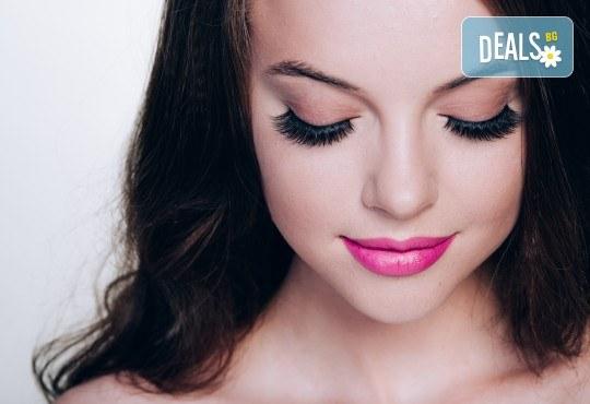 Удължаване и сгъстяване на мигли чрез 3D обемна техника, руски обем или по метода косъм по косъм в Център за естетична и холистична медицина Симона - Снимка 1