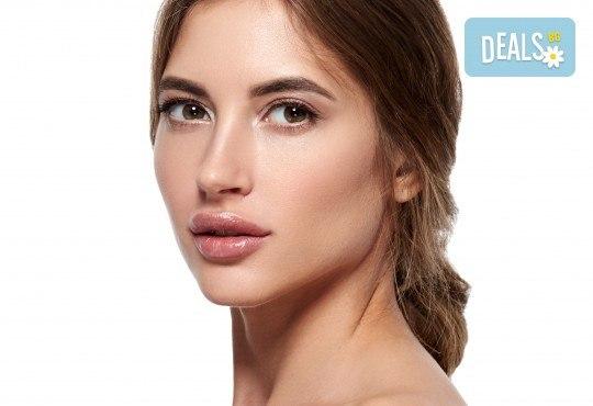Поставяне на филър с хиалуронова киселина на устни или бръчки от