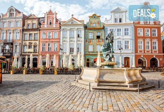 Екскурзия през юли до Варшава и Краков! 4 нощувки и закуски, транспорт, водач, посещение солна мина Величка и мемориала Аушвиц - Снимка 1