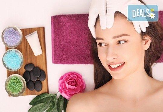 Анти-ейдж терапия с пилинг, ултразвук, нанасяне на маска и регенериращ масаж на лице с френска козметика от Студио Нова! - Снимка 2