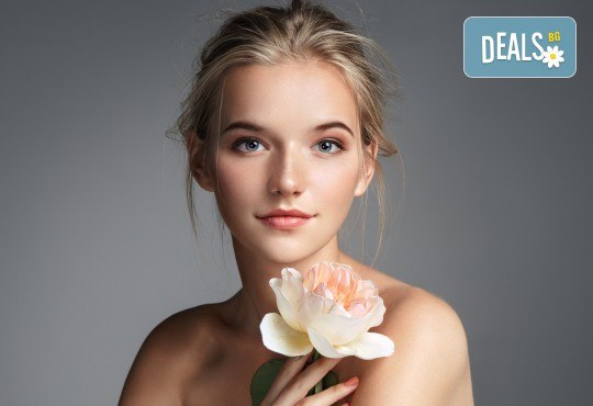 Анти-ейдж терапия с пилинг, ултразвук, нанасяне на маска и регенериращ масаж на лице с френска козметика от Студио Нова! - Снимка 3