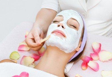 Анти-ейдж терапия с пилинг, ултразвук, нанасяне на маска и регенериращ масаж на лице с френска козметика от Студио Нова!