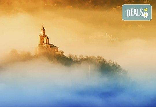 Екскурзия до Велико Търново за празника на града! 1 нощувка и закуска в Арбанаси, транспорт и наблюдаване на Звук и светлина - Снимка 3