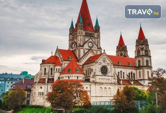 Самолетна екскурзия до Виена! 3 нощувки със закуски в хотел 3*, билет за полет от Варна и екскурзоводско обслужване - Снимка 1