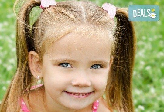 Традиционно пролетно пробиване на уши за малки и големи и подарък: медицински обеци по избор в салон за красота Beauty Angel! - Снимка 1