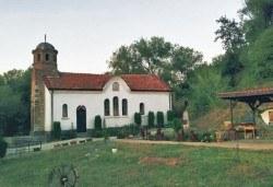 Еднодневна екскурзия до Годеч и Шияковския манастир с туроператор Поход - транспорт, водач и посещение на еко мандра с дегустация - Снимка