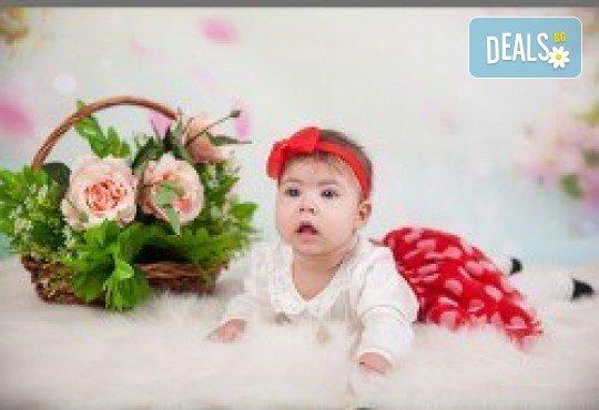 Индивидуална, детска или семейна фотосесия в студио и обработка на всички заснети кадри от Chapkanov photography - Снимка 3