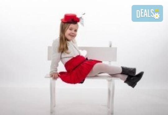 Индивидуална, детска или семейна фотосесия в студио и обработка на всички заснети кадри от Chapkanov photography - Снимка 7
