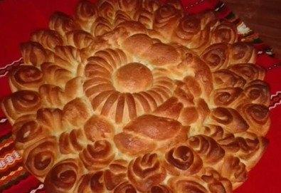 1 или 2 кг. погача, или както нашите баби я наричат - пита, обреден хляб с орнаменти от Работилница за вкусотии Рави + включена доставка - Снимка