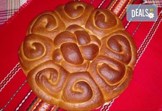 1 или 2 кг. погача, или както нашите баби я наричат - пита, обреден хляб с орнаменти от Работилница за вкусотии Рави + включена доставка - Снимка 1