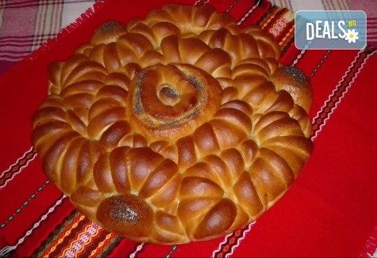 1 или 2 кг. погача, или както нашите баби я наричат - пита, обреден хляб с орнаменти от Работилница за вкусотии Рави + включена доставка - Снимка 5