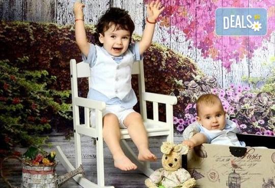 Семейна, детска или фотосесия за влюбени + подарък: фотокнига и/или видеоклип, от Photosesia.com - Снимка 1