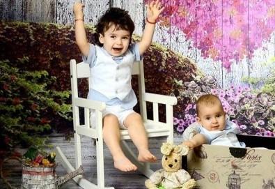 Семейна, детска или фотосесия за влюбени + подарък: фотокнига и/или видеоклип, от Photosesia.com - Снимка