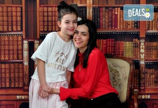 Семейна, детска или фотосесия за влюбени + подарък: фотокнига и/или видеоклип, от Photosesia.com - Снимка 4