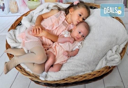 Семейна, детска или фотосесия за влюбени + подарък: фотокнига и/или видеоклип, от Photosesia.com - Снимка 2