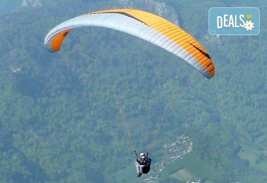 Тандемен полет с парапланер край Витоша, Чепън планина до Драгоман и Конявска планина до Кюстендил + видеозаснемане от Para Emotion - Снимка 1