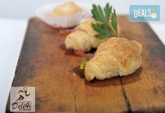 100 броя хапки Романтична Франция - мини кроасан сандвич, тарталети и сладки еклери от Kулинарна работилница Деличи - Снимка 1