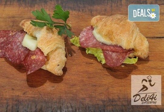100 броя хапки Романтична Франция - мини кроасан сандвич, тарталети и сладки еклери от Kулинарна работилница Деличи - Снимка 2