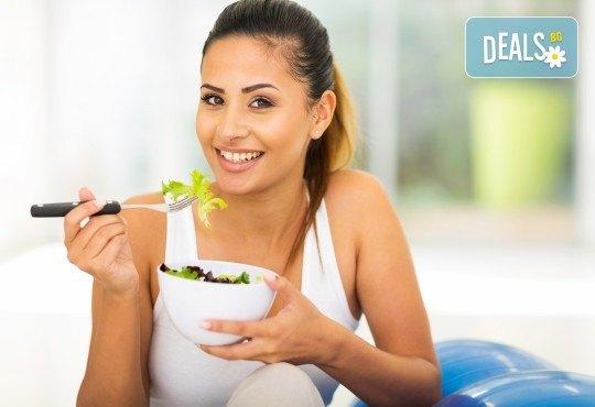 2 броя троен клуб сандвич и 2 броя свежи салати микс с гръцки маслини, царевица и дресинг от кулинарна работилница Деличи - Снимка 2