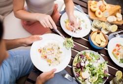 Вземетe за вкъщи или за офиса комбинирано меню от салата, основно и десерт по избор от H&D catering! - Снимка