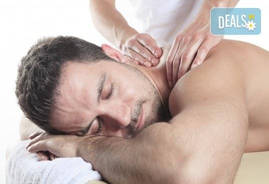 СПА пакет за Него! Лечебен масаж на гръб, масаж Уморени крака и чаша вино в масажно студио Спавел - Снимка 1
