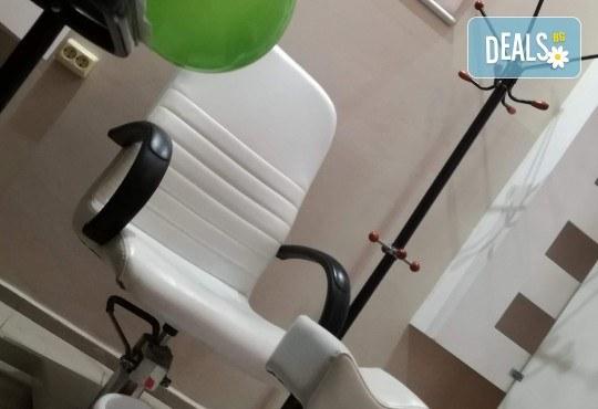 Подстригване, терапия с професионални продукти в 4 стъпки - с кератин и колаген или дълбоко възстановяваща, прическа със сешоар, преса или плитка в Женско царство - Центъра или Студентски град - Снимка 6
