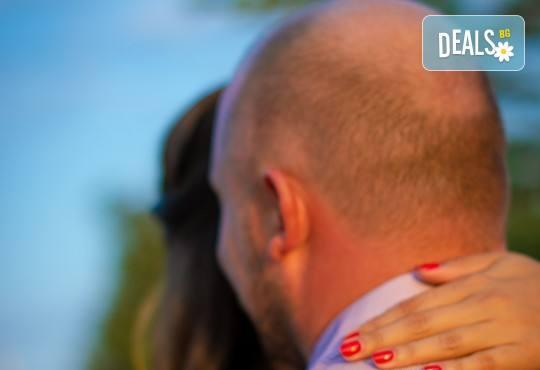 Подарете на себе си и любимия човек! Тематична фотосесия за двойки и обработка на всички заснети кадри от Tsvetoslav Kostov Photography - Снимка 6