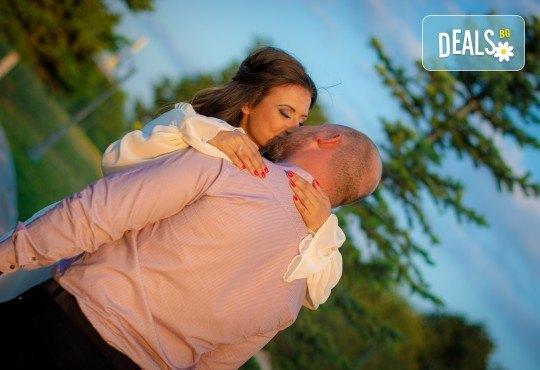 Подарете на себе си и любимия човек! Тематична фотосесия за двойки и обработка на всички заснети кадри от Tsvetoslav Kostov Photography - Снимка 7