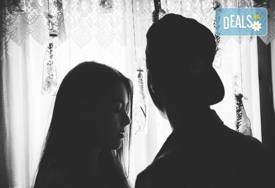 Подарете на себе си и любимия човек! Тематична фотосесия за двойки и обработка на всички заснети кадри от Tsvetoslav Kostov Photography - Снимка 4