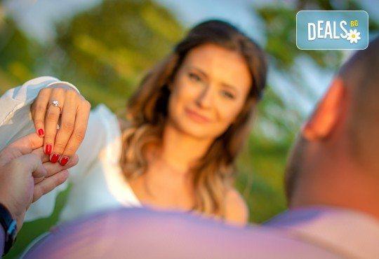 Подарете на себе си и любимия човек! Тематична фотосесия за двойки и обработка на всички заснети кадри от Tsvetoslav Kostov Photography - Снимка 5