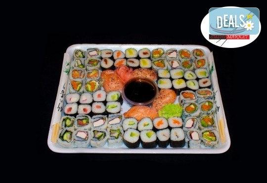 Вземете 68 хапки с пушена сьомга, филаделфия и скариди или херинга от Sushi Market на супер цена! - Снимка 2