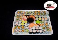 Вземете 68 хапки с пушена сьомга, филаделфия и скариди или херинга от Sushi Market на супер цена! - Снимка