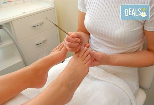 Професионална процедура за нокти - медицински педикюр в цвят по избор в салон за красота First Lady - Снимка 4