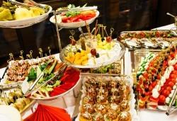 Вземете Сет Сезони с 220 бр. коктейлни хапки, разпределени в 8 плата, от кулинарна работилница Деличи! - Снимка