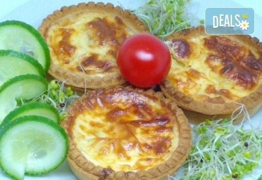 30 броя мини киш с вкус по избор: френски сирена, шунка и кашкавал или луканка и маслини от Кетърингхапки.com - Снимка 2