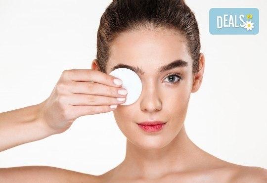 Ултразвуково почистване на лице и терапия по избор: лифтинг, анти-акне, хидратираща, хиалуронова или кислородна в салон за красота Вили - Снимка 2
