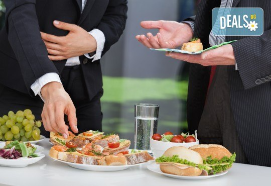 Празничен сет със 150 бр. сандвичи, кюфтенца и еклери от кулинарна