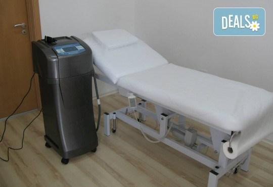 1 или 3 процедури IPL фотоепилация на цели крака или цели ръце и 2 зони по избор в салон Орхидея в Студентски град - Снимка 3